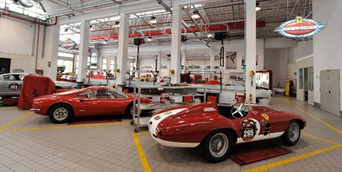 Les ateliers de Ferrari Classiche à Maranello