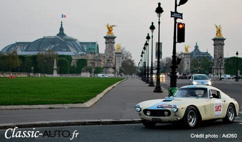Ferrari 250 avec le Grand Palais en arrière plan