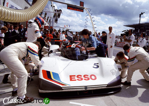 Arrt aux stands aux 24 Heures du ans 1991