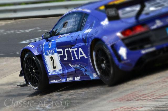Audi R8 LMS du Team Phoenix en tête au petit matin au Nurburgring